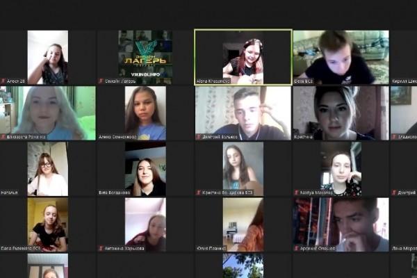 В Смоленске работает самый масштабный онлайн-лагерь в России