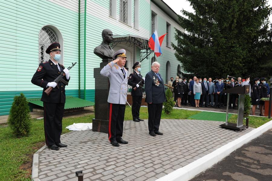 офицеры герои ленинградской области фото образом