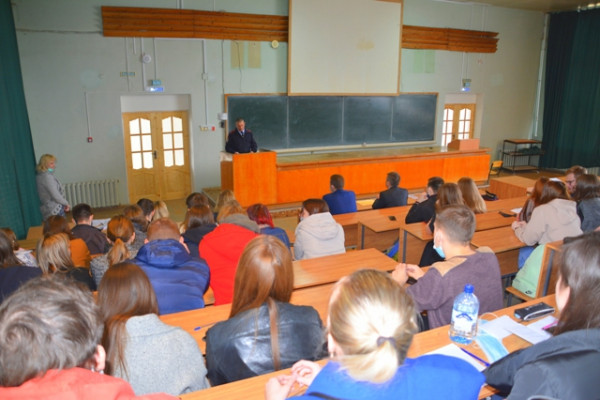 Смоленские полицейские пригласили выпускников СмолГУ на службу