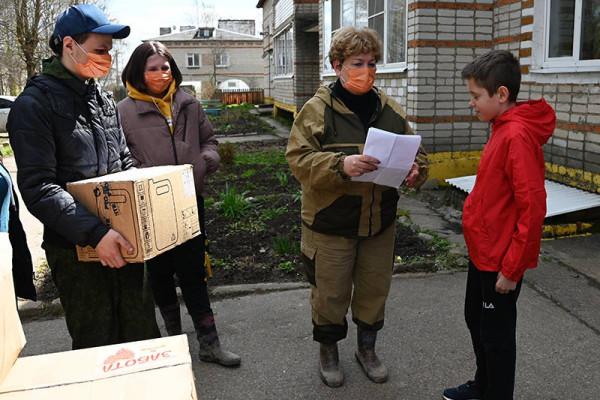 В Вяземском районе многодетные семьи получили гуманитарную помощь