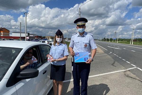 Смоленские госавтоинспекторы провели акцию «Ваш пассажир – ребёнок»