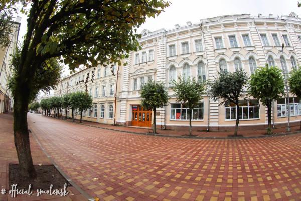 В Смоленске завершили ремонт пешеходной улицы Ленина